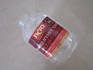 שימוש חוזר במיכל פלסטיק