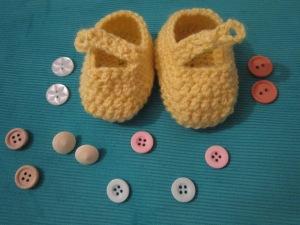 סריגת נעלי בובה