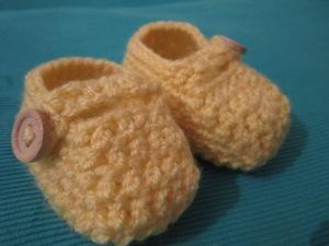 נעליים סרוגות לתינוקת